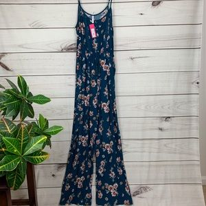 😎NWT Xhilaration Floral Jumpsuit - Small